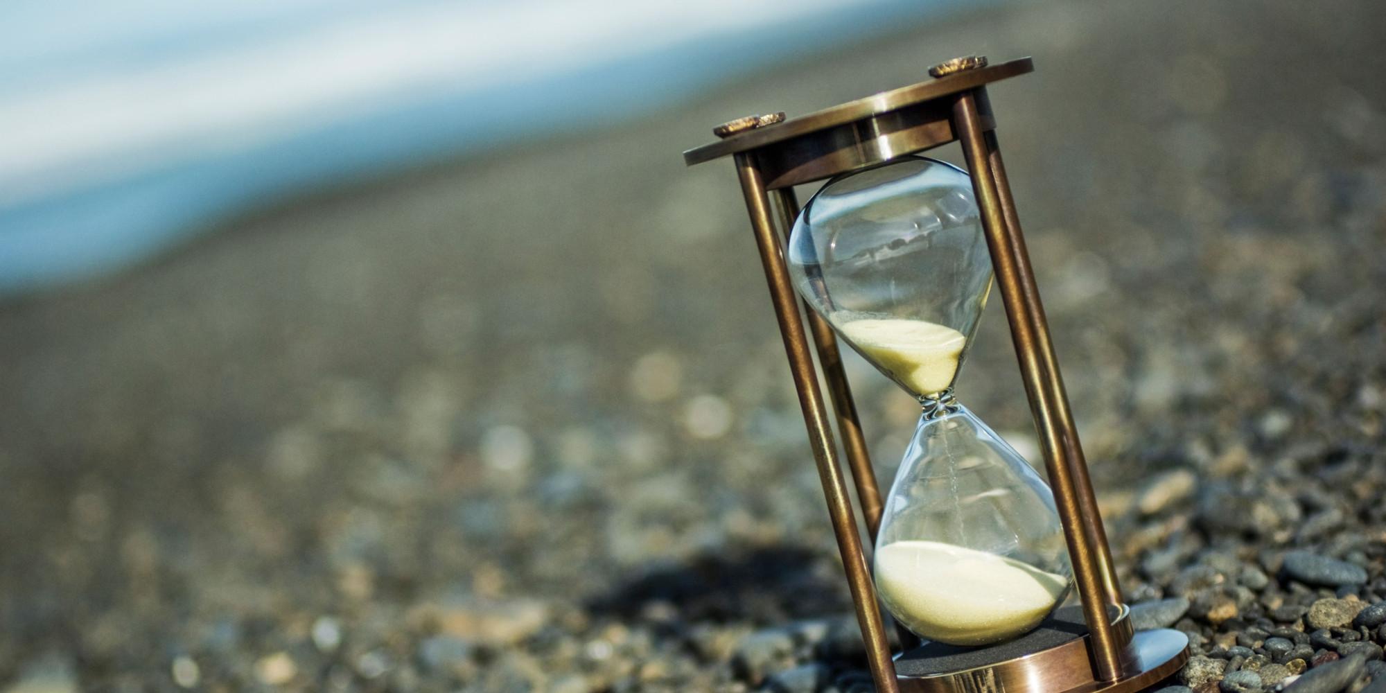 картинки с песочными часами из которых улетает песок очень
