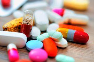 lekarstva-na-stole